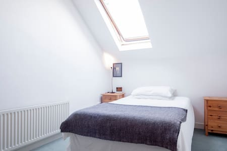 Room to rent, Quiet part of Greystones - Hus
