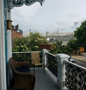 Lower Garden District Living at it's Finest! - New Orleans - Apartment