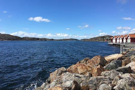Vackert radhus vid havet - Skärhamn