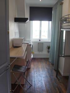 petit studio très fonctionnel, bien situé - Apartment