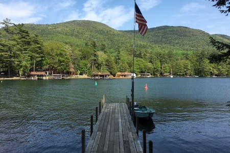 Island Retreat on Beautiful Lake George - Kisház