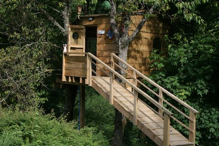 Three log cabins with WC and Sauna and Treehouse - Kabin