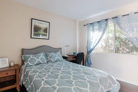 Westlake village Guest Room(spring room) - Dům