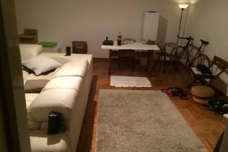 Casa studio in centro, vicino alla stazione! - Apartment