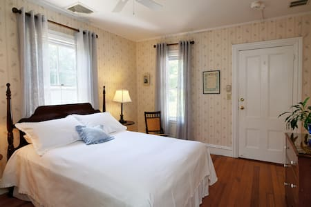 Falmouth Village Inn Queen Room - The Addison - Falmouth - Bed & Breakfast