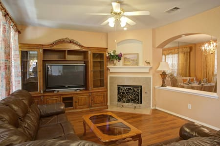 Nice fully furnished house in the center of Frisco - House