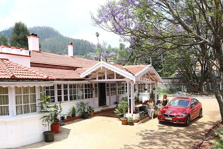 Country Tavern - Colonial Bunglow - Bungalow