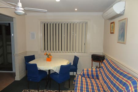 Sydney SWest House 2Bd with parking - Casula