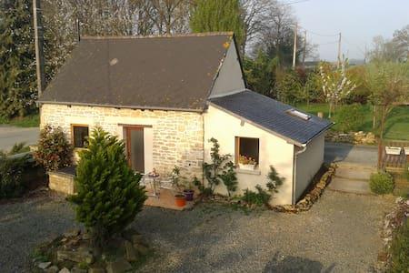 Gîte dans la campagne bretonne - Saint-Juvat - Hus