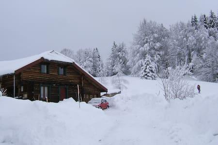 Maison en bois ronds - La Pesse