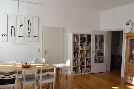 Altbauwohnung im Herzen der Stadt - Apartment