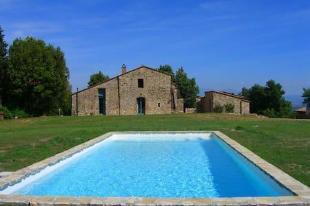 Agriturismo immerso nel verde della Toscana - Pari - Bed & Breakfast