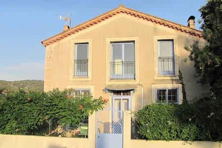 charmante maison - House