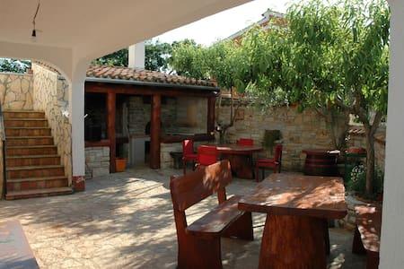 TOMAŽOVA KONOBA - Lägenhet