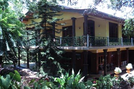 Hotel Oshin Trincomalee - Bed & Breakfast