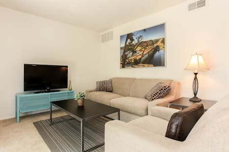 Beautiful, Clean 2 BR/2BA Apartment