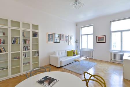 LUXURY APT WENCESLAS SQ. + TERRACE - Praga - Appartamento