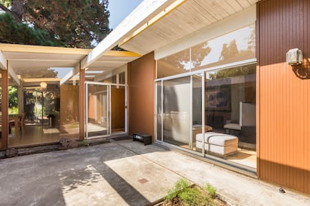 Eichler House - Private Room 3