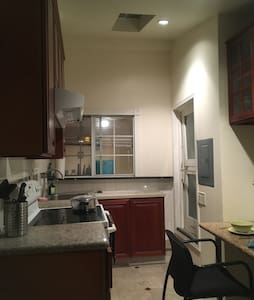 Private suite room & kitchen & bathroom wl A/C - Cerritos