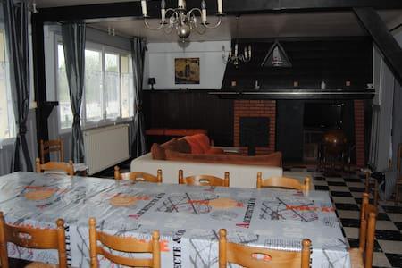 gite de charme spacieux  - House