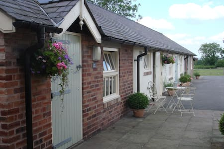 The Studio, Golly Farm near Wrexham - Rossett - Lejlighed