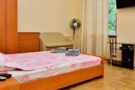к103 1-комнатная квартира-студия - Киев - Huoneisto