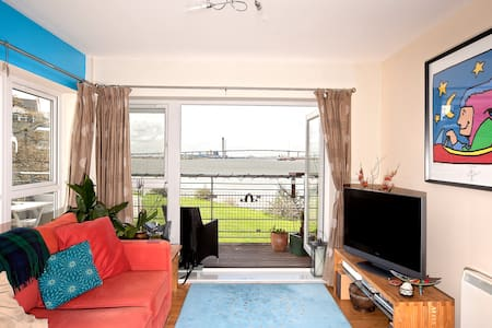 Stunning River Views - Double Room - greenhithe