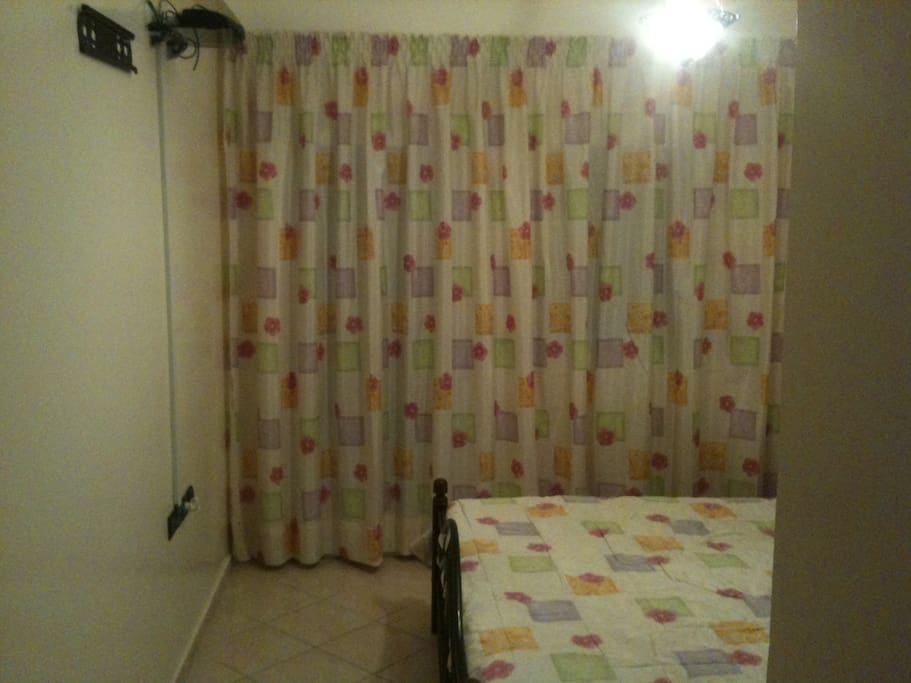 chambre a coucher, grand lit en fer forgé