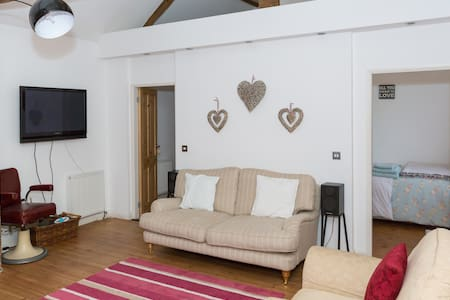 300 year old barn conversion - Ordsall