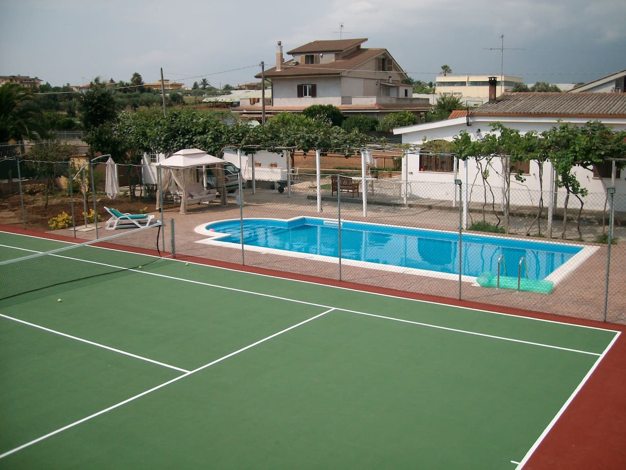 Near Rome Tennis and Pool B&B