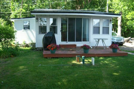 Charming Cottage on Chautauqua Lake W/ Dock - Ashville - Guesthouse