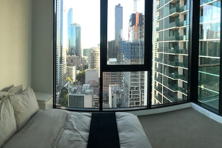Modern apartment with panoramic views of CBD - Melbourne