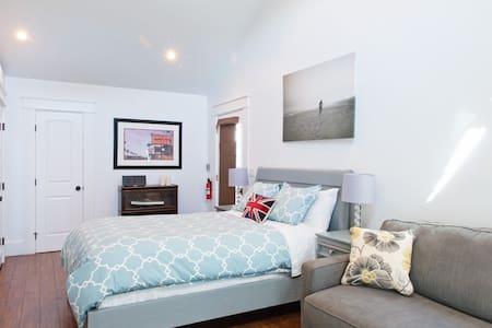 Private Guest House, parking, 24 hr access, beach - Redondo Beach - Μπανγκαλόου