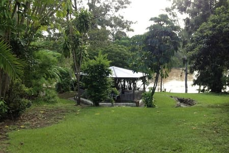 Riverfront Apartment in Graceville - Graceville - Apartemen