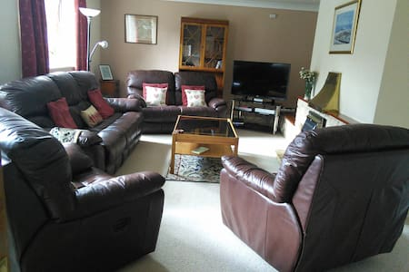 wheelchair friendly town bungalow - Builth Wells - House