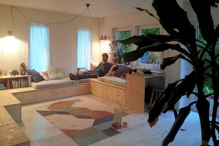 * Amsterdam family GETAWAY next to Markermeer * - House