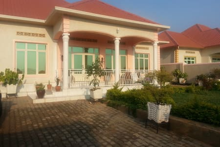 This is a very nice House with great rooms; big parking and a garden. There is hot water and Nice Mosquito nets. It is a good neighborhood of Kicukiro nearby the Airport with a clear View on the runway. There are public light on the road and secure.