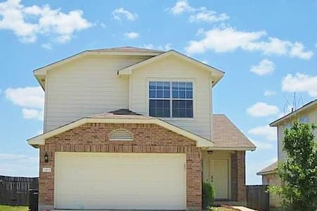 Lovely 3 BR Single Family Home in Austin Suburb - Manor