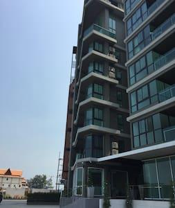 Luxury Living@River-Beach condo - Noen Phra - Apartment