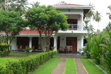 """Sunshya Cottage""  c/o  ""Evergreen Accommodations"" - Thalwila, Marawila. Puttalam district. - Villa"