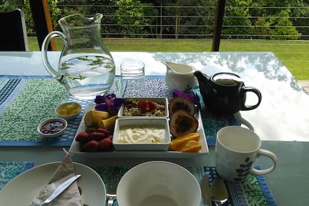 Perfect for Mooloolaba or Maleny - Bed & Breakfast