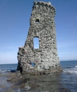 maison avec terrasse dans hameau 10 mn de la mer.. - Rumah