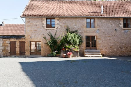 Family Room for 4- 5persons or 2 adjoining rooms - Montignac - Bed & Breakfast