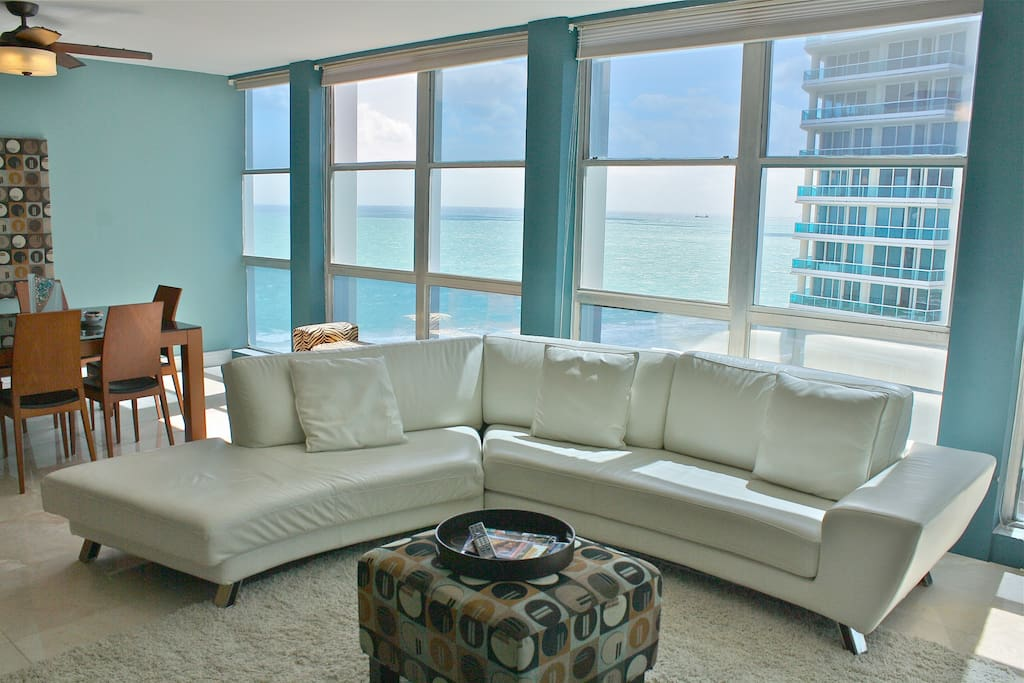 Open Living/Dining Area w/Oceanviews