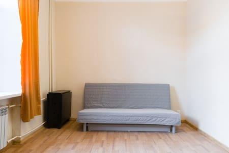 Уютная квартирка возле Набережной.. - Samara
