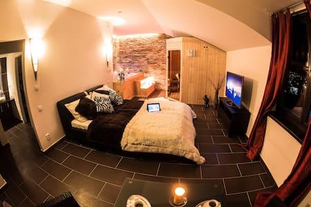 Wellness apartmá s vířivkou a finskou saunou - Bed & Breakfast