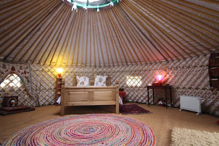 Romantic WARM Yurt & Annexe with all modcons! - Suffolk - Iurta