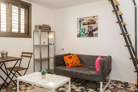 Apartment in the authentic and cool center of Tel Aviv.  Beautiful renovated apartment with charming gallery, fully equipped.  The apartment is in perfect location, close to cafes, chic pubs and restaurants.