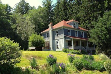 Margaretville Family Retreat - Talo