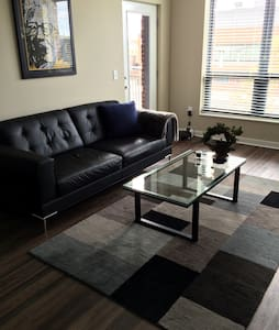 Upscale 1 Bed/1 Bath Arena District